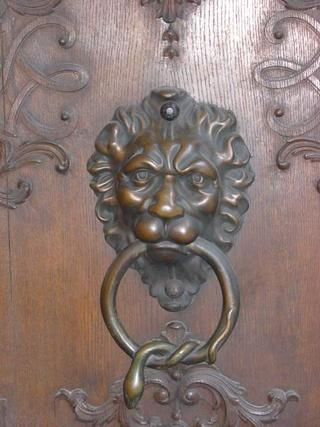 Knocker