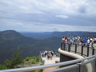 Tourists looking over Blue Mountains