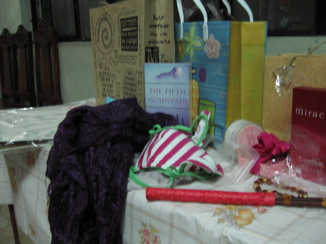 gifts, yehey.